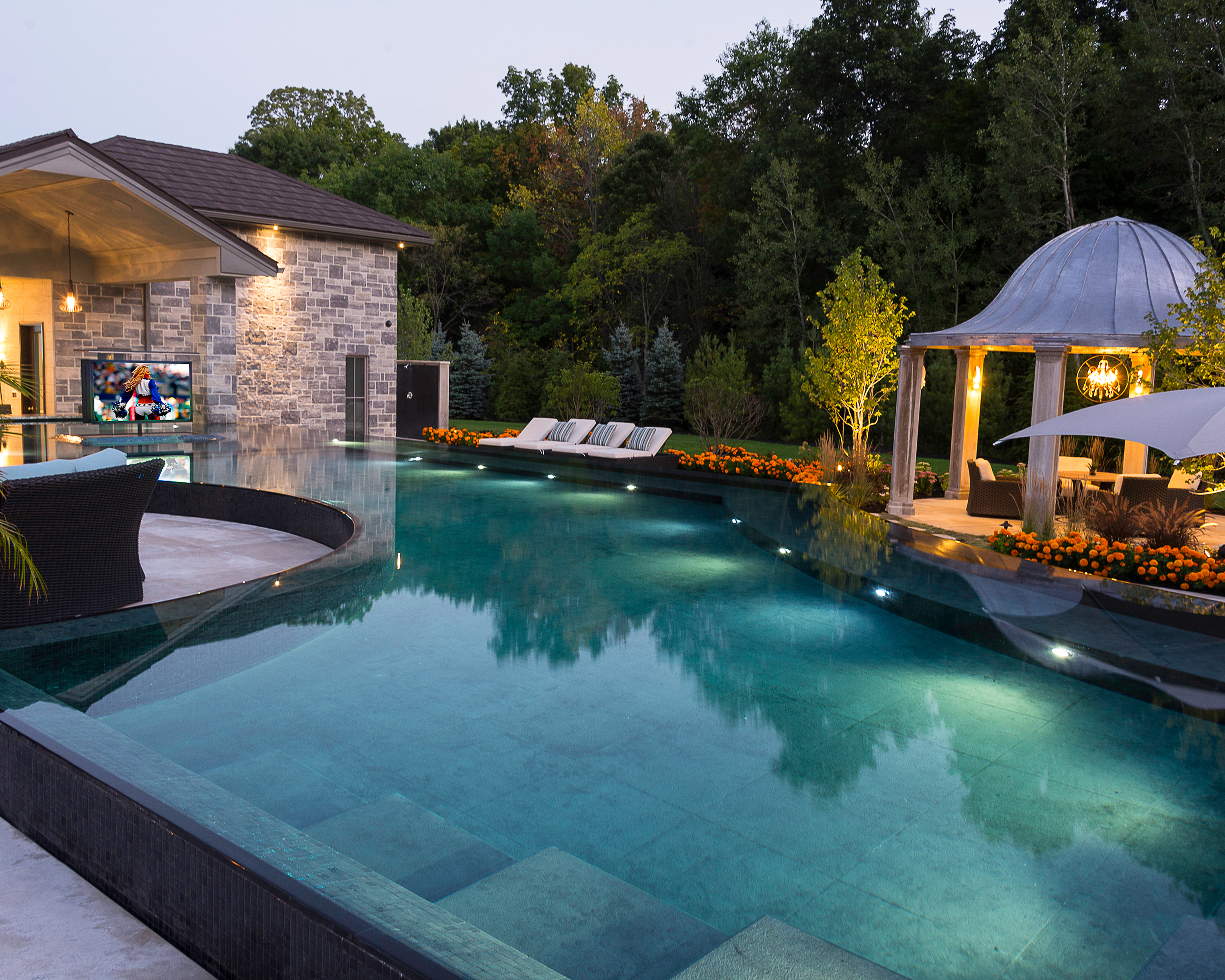 Poolscape_Inc.-_granite_perimeter_overflow.jpg